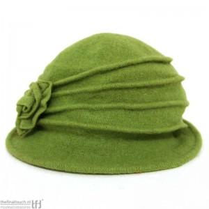 groen_hoedje_100_wol_met_bloem_en_rand_2_